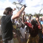 José Antonio Ruiz Díez bailando con los congoleños en RDC