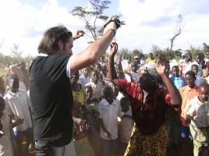 Celebración en RDC tras la construcción de la escuela en RDC