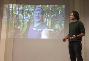 JA Presentando un vídeo de Proyecto Mzungu